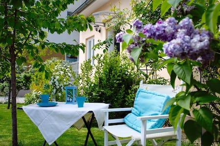 Kleine Ferienwohnung mit Garten - Baden - Apartment