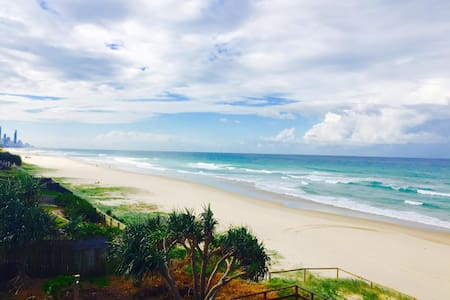 Modern BEACHFRONT Bliss - Mermaid Beach