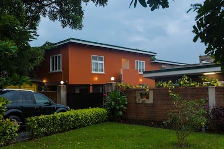 Modern 2 bedroom apartment Tema! Phoenix Nest Apt2