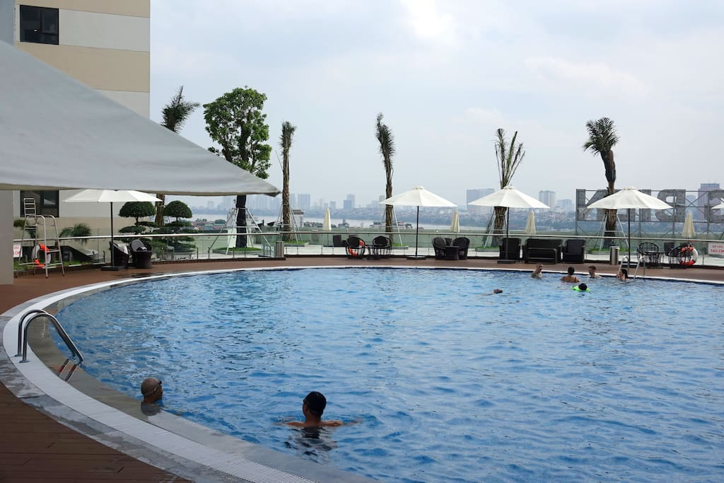 Nice pool on level 6 (open during summer only)