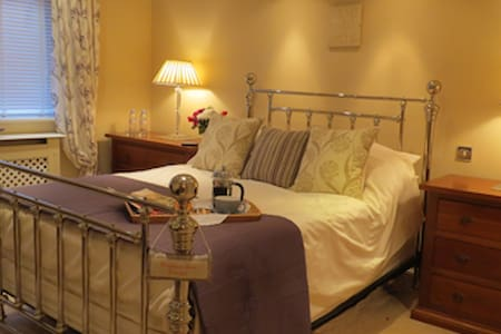 Skies Call Bed & Breakfast - Steeple Claydon - Σπίτι