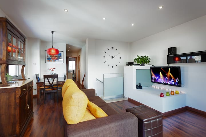 Cozy spacious duplex modern design