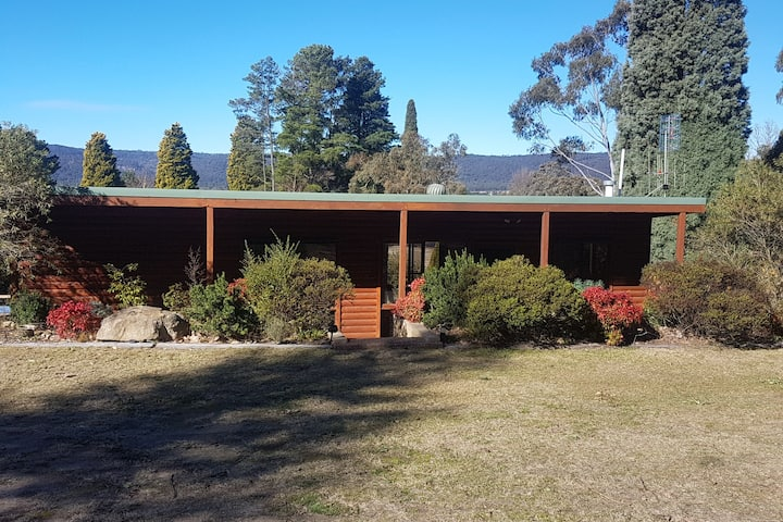 Marrangaroo Log Cabin,   Farm Stay, Lithgow