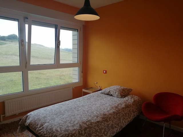 A beautiful room on the beach, close from Bilbao
