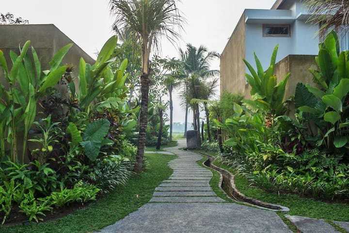 The resort features a spacious landscaped garden planted with native flora including Balinese frangipani trees, mango tree, coconut palms, red palms and other rare species.