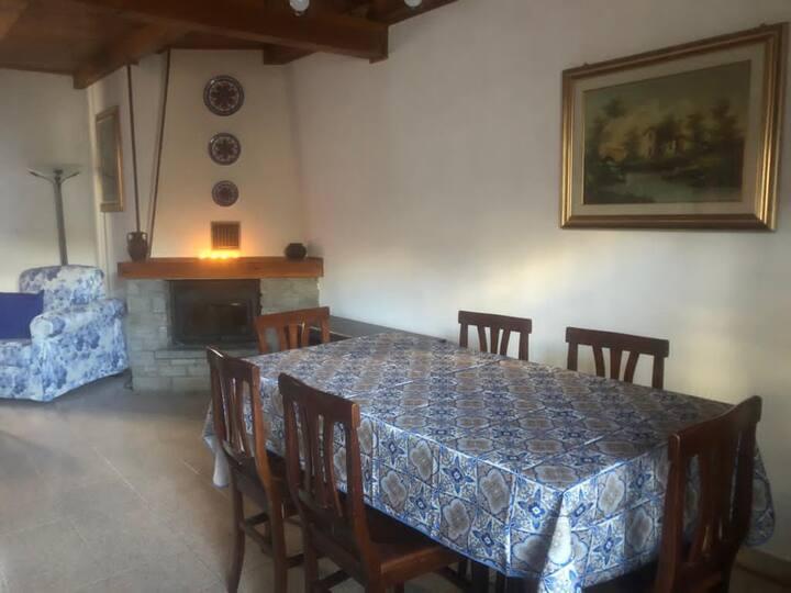 Tipica casa al centro della Valle d'Aosta