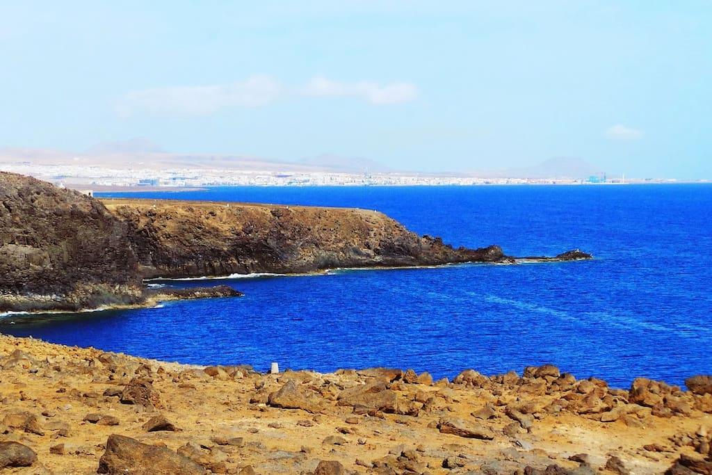 Vista de Puerto del Rosario desde el Acantilado
