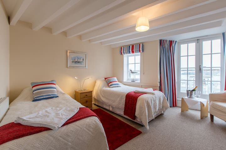 R8 - Twin Room at Itchenor Sailing Club