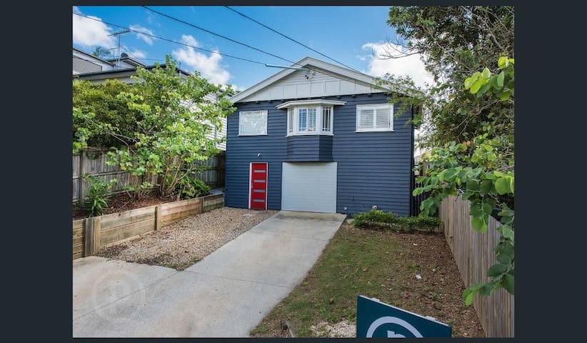 Spacious, comfortable room close to CBD - Hawthorne - House