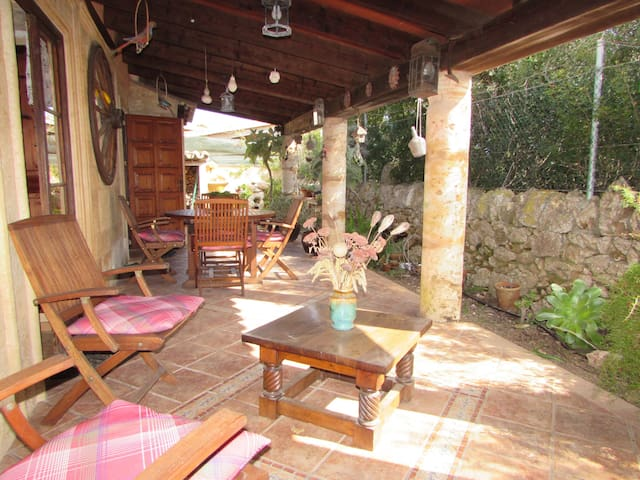 Lovely house with private garden in Cala Llombards