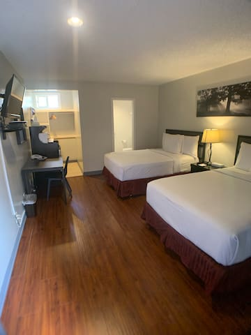 Nice clean hotel room in DTLA  #16