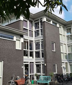 Luxe,  moderne living in park - Berkel en Rodenrijs