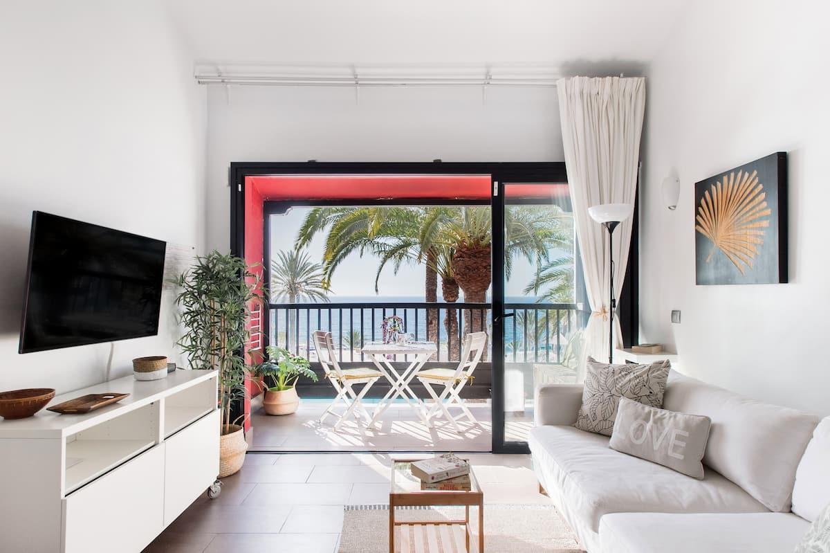 Huele la bruma del mar desde este coqueto piso con piscina en Gran Canaria.