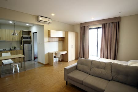 Studio w Kitchen & Balcony, #401 Do Hanh Apartment - Hanoi - Daire
