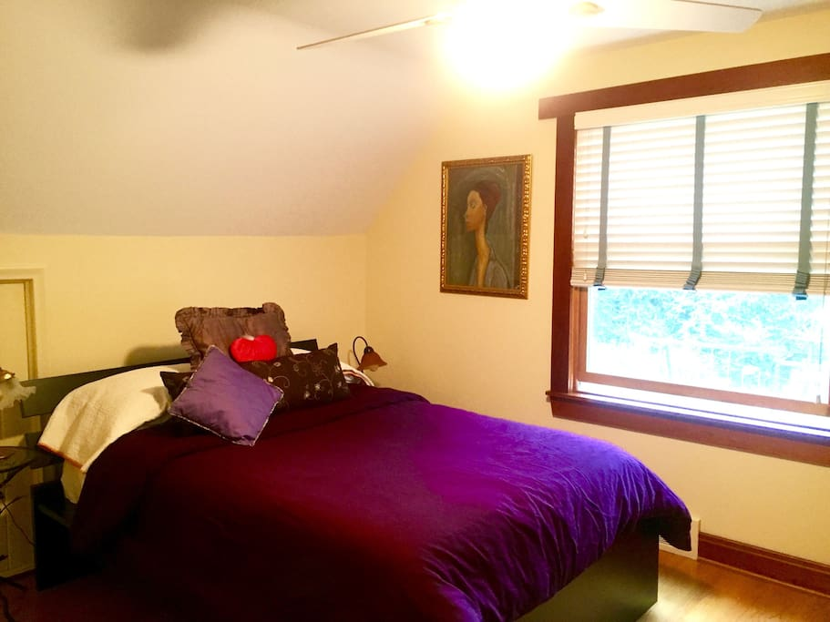 Cozy & Sunny Room