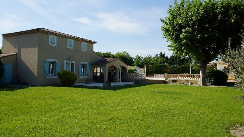 Chambre d'hôtes à Vedene Chambre Tournesol - Vedène - บ้าน
