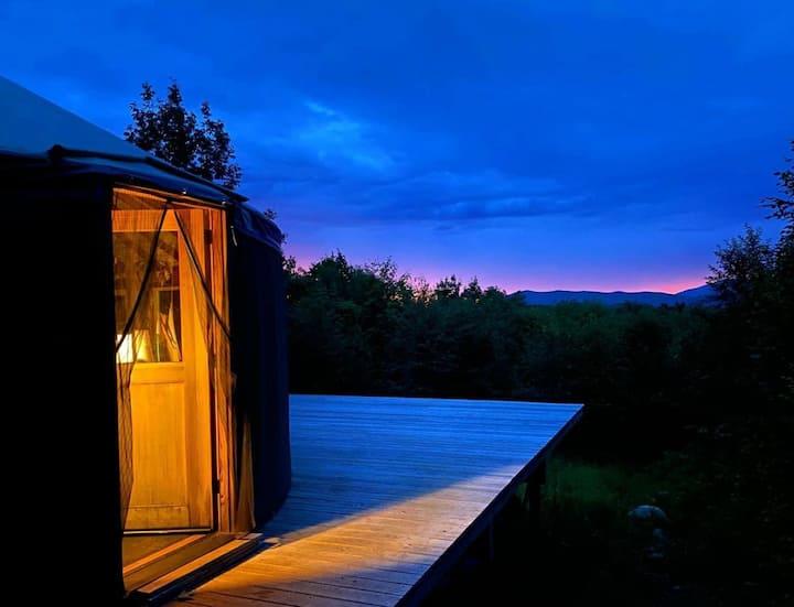 Mountain yurt with Mount Washington views