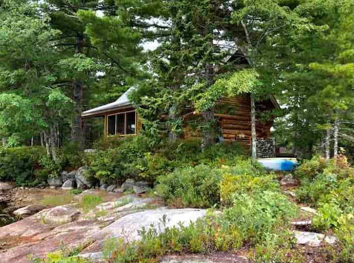 Remote off-the-grid, dreamlike lakefront log home
