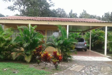 """1 Bedroom Cabin """"Casita"""" with tropical Palms! - Jesús María - Casa de campo"""