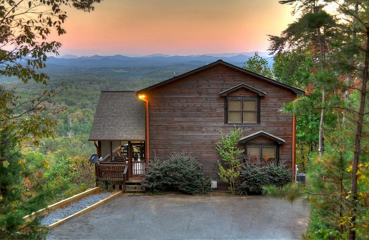 """The View"" This is the cabin you have been looking for. The name says it all
