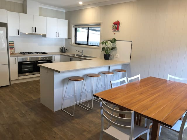 Modern House in Quiet Jindera 15 mins from Albury