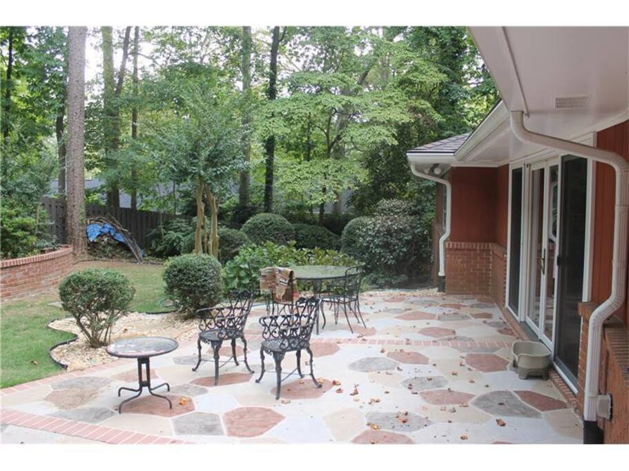 Beautiful wooded backyard with an abundance of birds! Feel free to fill the bird feeders for your enjoyment!