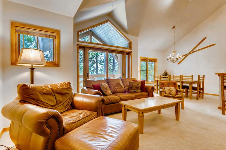 Bright, two-story condo in unbeatable location w/shared hot tub and pools