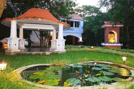 'Choupahari', retreat near Santiniketan : Room 1