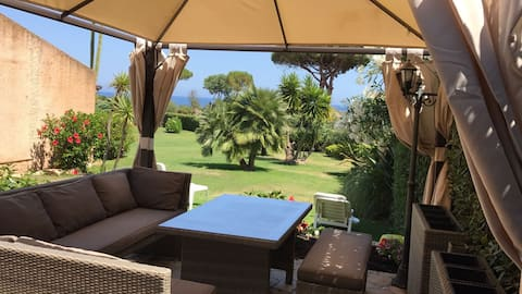 Villa Claudia, is 40 km from the airport of CA.