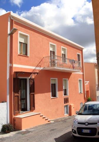 3) 3-Zimmerwohnung zentrale Lage - Santa Teresa di Gallura - Apartment