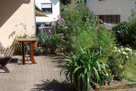 LandhausAppartement zum Wohlfühlen zur Selbstverso - Schalkenbach - Apartamento