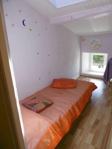 Chambre 3 (1 lit 90)