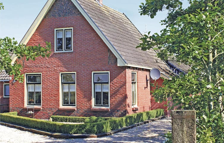 Awesome home in Kollumerzwaag with WiFi and 3 Bedrooms