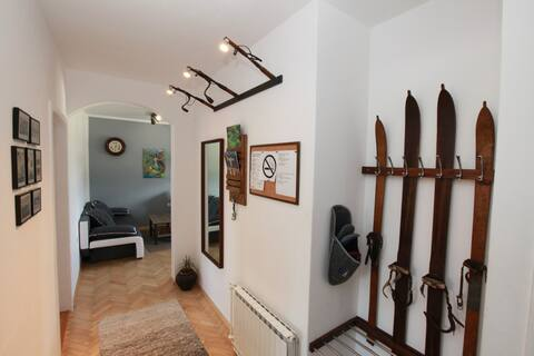 Gondola apartment - under ski and bike slopes