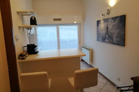 Monolocale posto auto e cucina zona Fiera Milano