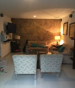 Beautiful and spacious house, the best area of Gdl - Zapopan - Hus