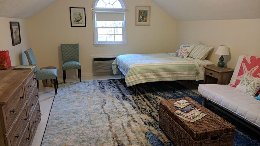 NEW!!! Cozy Private Room In Waterfront Community!