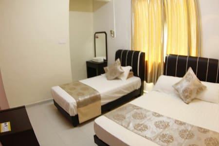 Warni Villa No.45 (Room C) 1 Double 1 Single