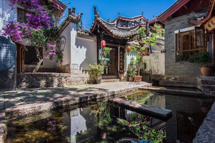 丽江古城中心·临主街·含早餐·复式大床房·免费私人订制行程·可观景可洗衣
