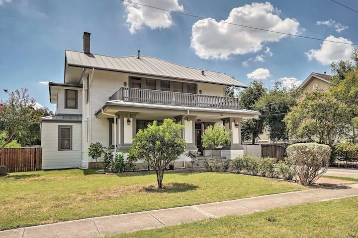 This San Antonio vacation rental apartment has room for 6!