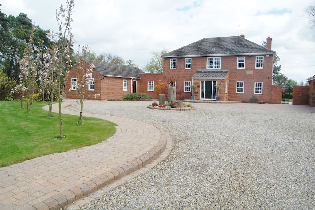 Willow House and driveway