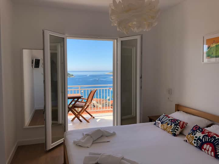 Room with old town and sea view, Bonkan