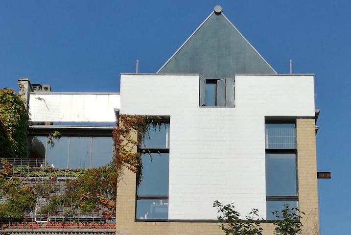 Wohn-Atelier/Dach-Maisonette : 135 qm auf 2 Ebenen