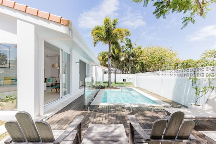 Poinciana House—Luxury Noosa Retreat close to Beach