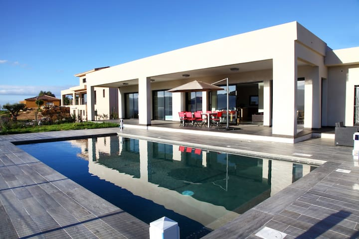Belle villa contemporaine piscine vue mer - Coggia