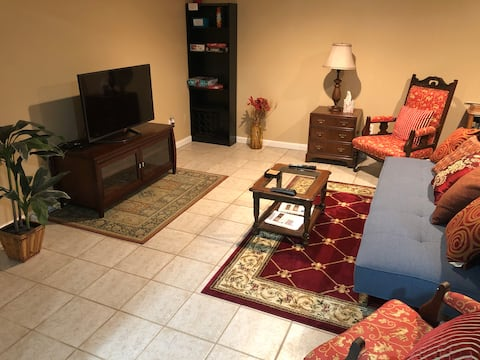 Creekside Suite - Peaceful, Spacious, and Comfy