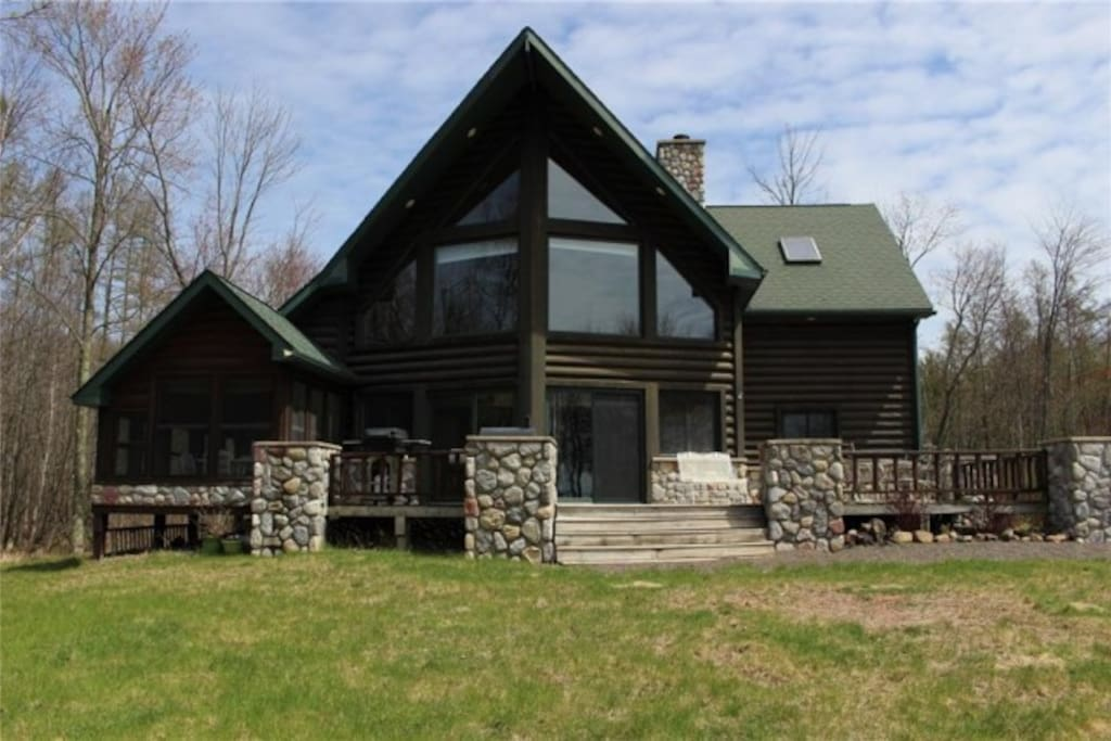 Northwoods chalet on the lake with amazing privacy for Northwoods wisconsin cabin rentals