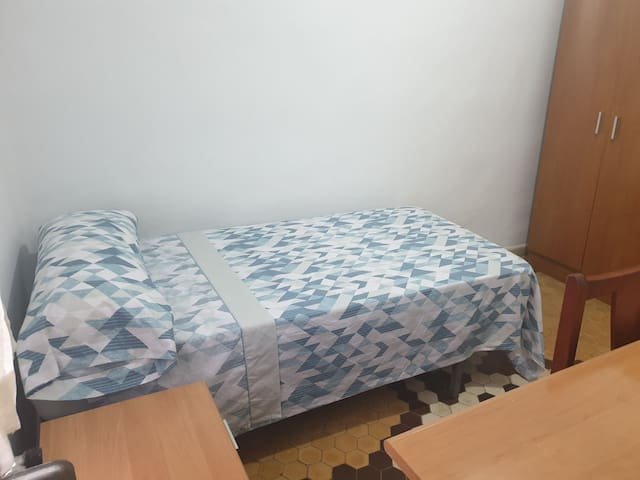 Habitación individual, ideal para descansar.