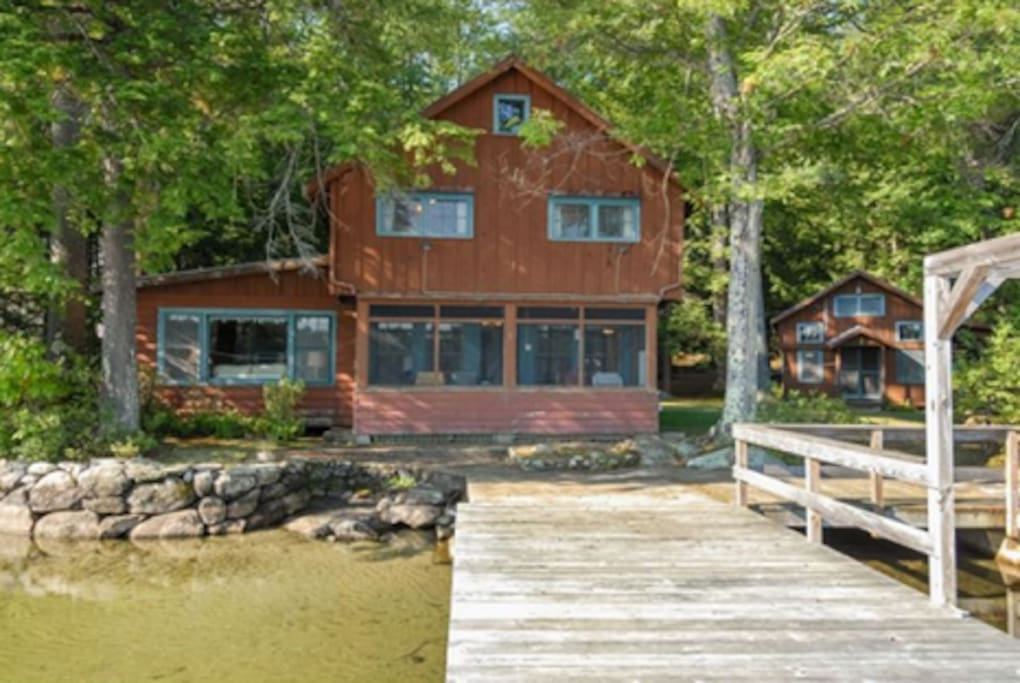 Quintessential Lake House where you're welcome to enjoy our paddle boat, rowboat as well as 9 kayaks !!