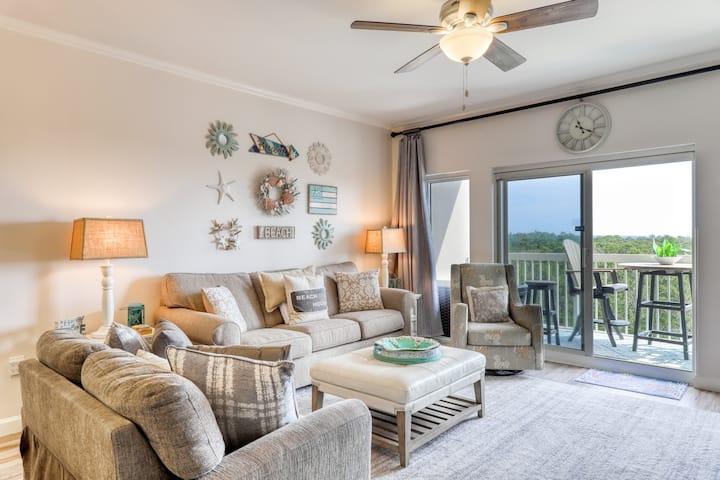 Resort condo w/ views of the gulf & nature preserve, pools, hot tub & tennis!
